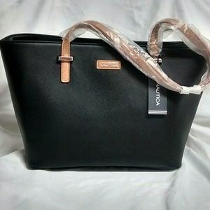 👜STUNNING BLACK NAUTICA PURSE👜